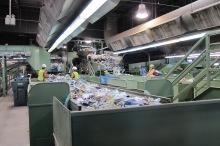 Dentro da Instalação de Coleta de Materiais do município