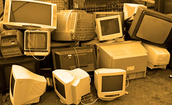 tv_and_computer_monitor_recycling_pen_-_geograph-org-uk_-_1025508